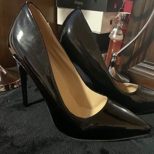 Shoes - Black point pumps